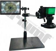 Elektronický priemyselný mikroskop, držiak, podsvietenie a monitor.