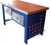 Pracovný stôl s masívnou doskou